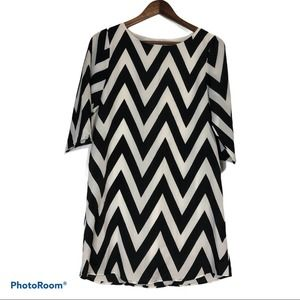 Everly Black and White Chevron Dress Size Small